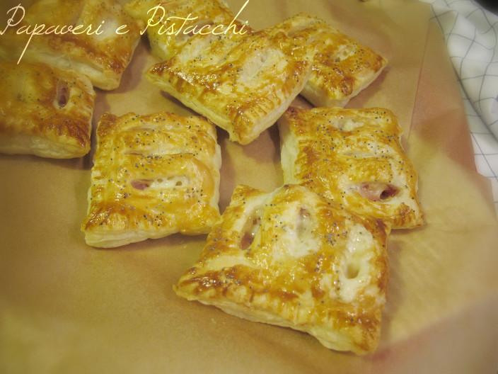 Fagottini di Pasta Sfoglia con Mortadella e Asiago Nero