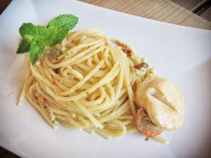 Spaghetti con Pesto di Melissa e Capesante