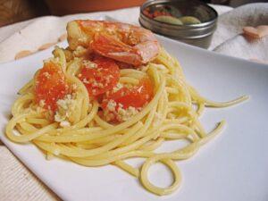 Spaghettoni con Polpa di Granchio, Pachino e Gamberi